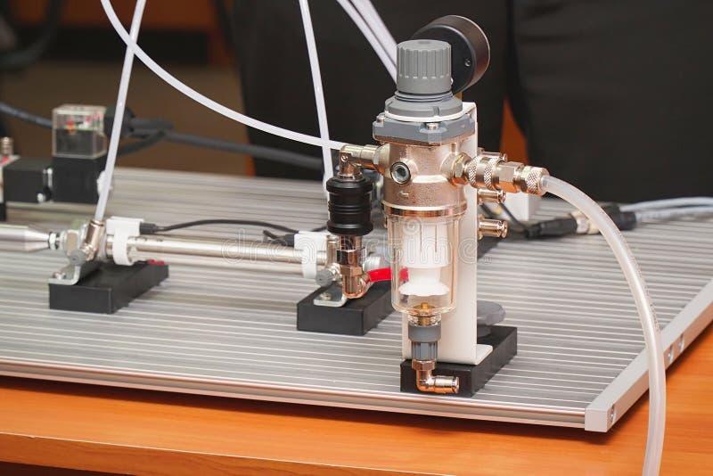 Kleiner Labortisch f?r Experimente stockbild