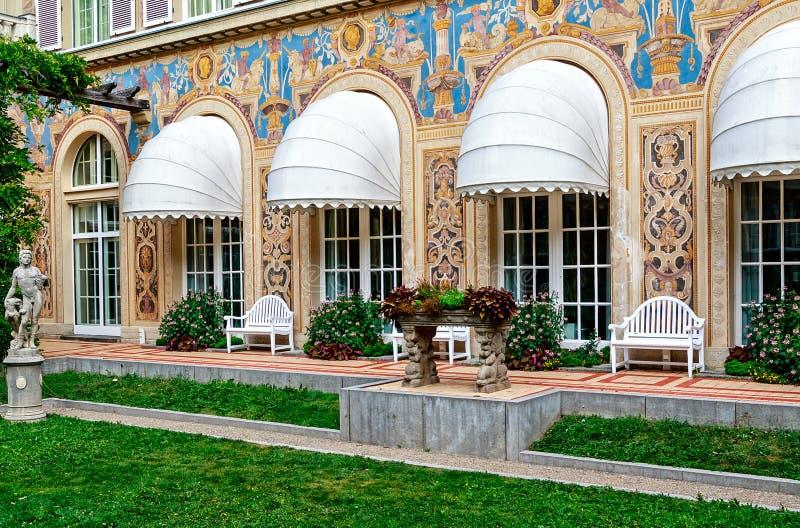 """kleiner landschaftlich gestalteter Hof der Neo-barocken Art nannte """"Schmuckhof† des Kurhaus in schlechtem Kissingen, Bayern, stockfoto"""