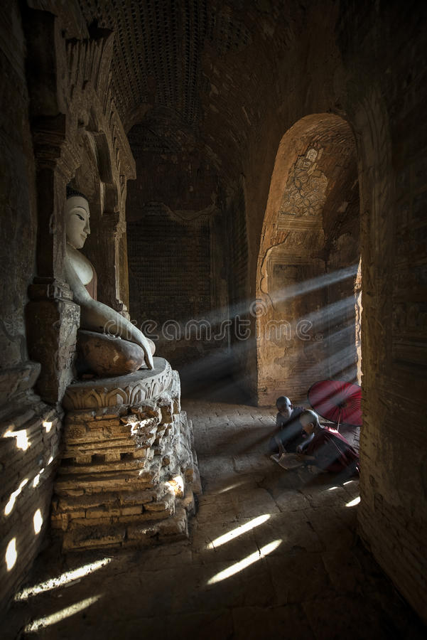 Kleiner Mönch Myanmars stockfotos