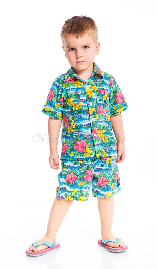 Kleiner netter Junge gekleidet in der Strandkleidung lizenzfreie stockfotos