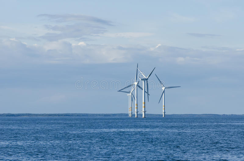 Kleiner Offshorewindpark stockfotos