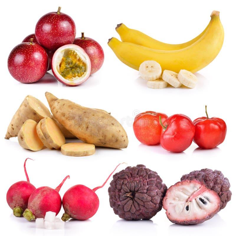 Kleiner Rettich, Banane, purpurrote Annone, reife thailändische Kirsche, Schalter lizenzfreies stockbild