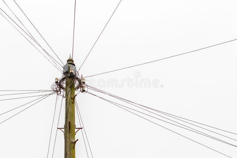 Kleiner Strommast auf dem Landgebiet Großbritanniens stockfotos
