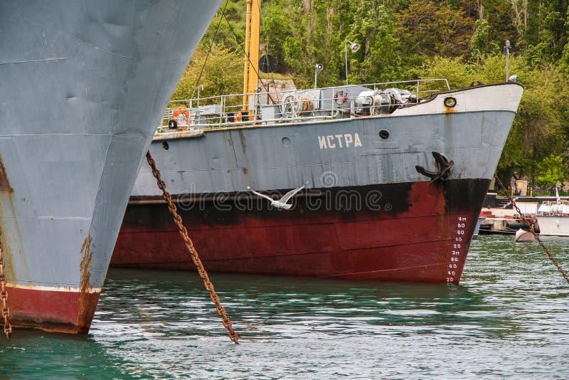 Kleiner Tanker des Trophäenschiffes See lizenzfreie stockfotos