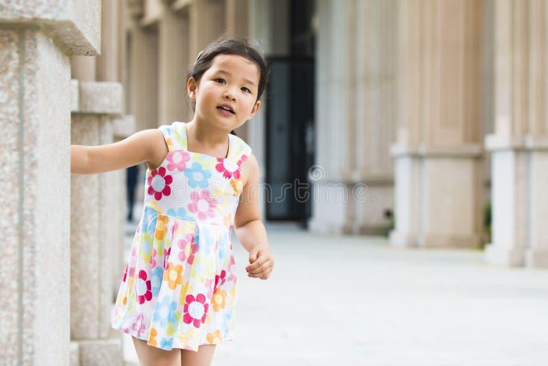 Kleines asiatisches Mädchen lizenzfreies stockfoto