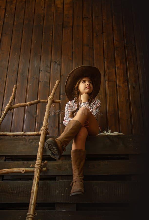 Kleines Cowboymädchen stockfotografie