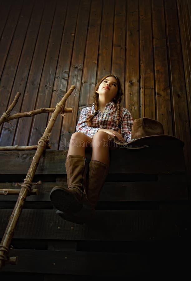 Kleines Cowboymädchen stockfoto