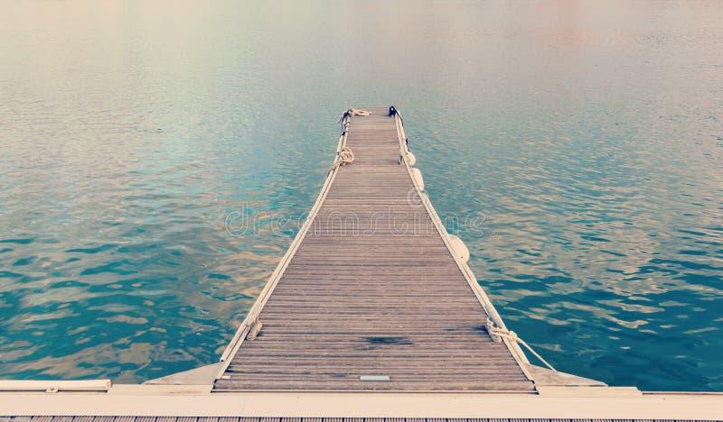 Kleines Dock in Alghero-Hafen lizenzfreies stockfoto