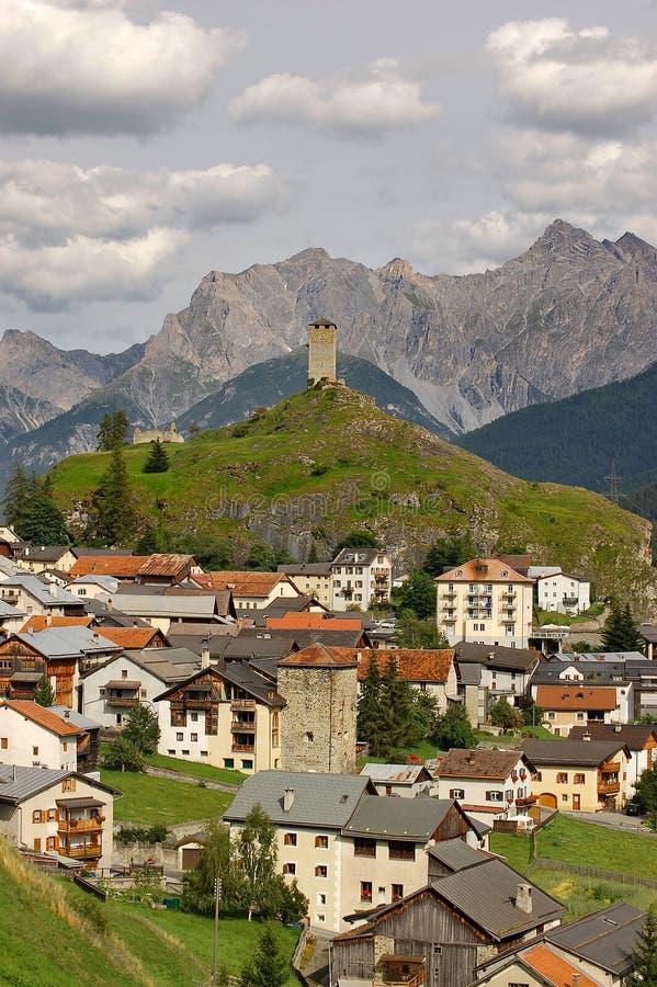 Kleines Dorf Ardez in Engadine die Schweiz lizenzfreie stockfotografie