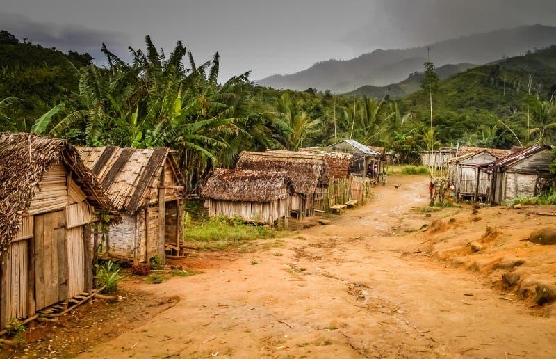 Kleines Dorf in ländlichem Madagaskar lizenzfreie stockbilder