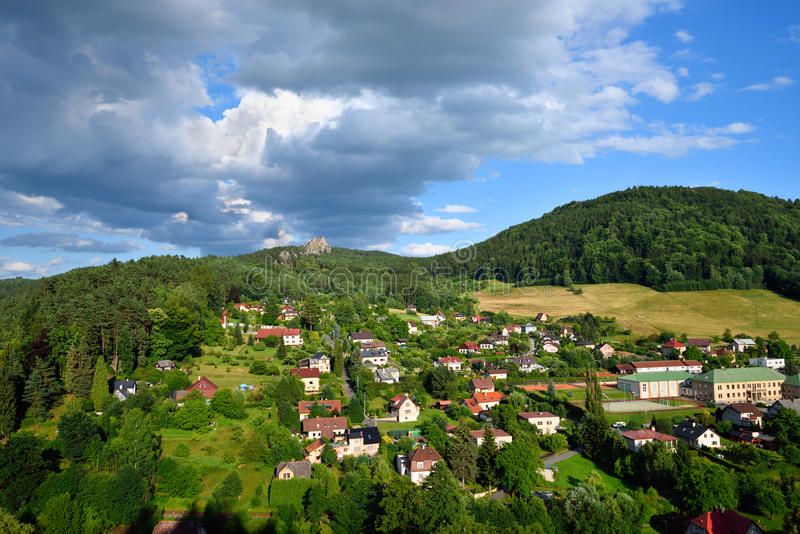 Kleines Dorf von Mala Skala im böhmischen Paradies lizenzfreie stockfotografie