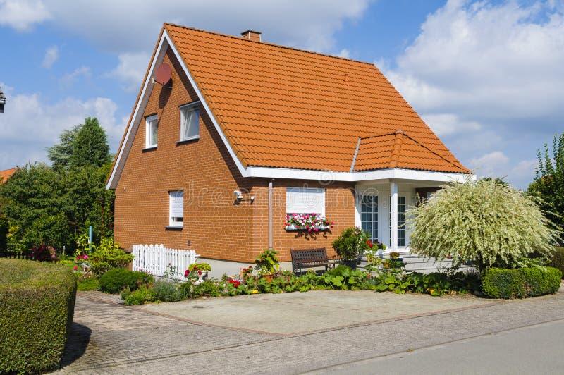 Kleines Dorfhaus stockbild
