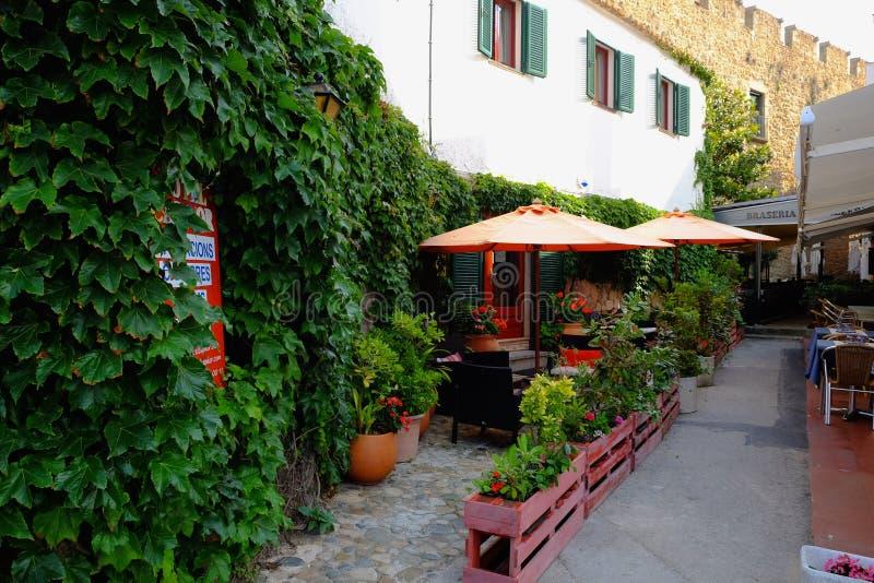 Kleines Dorfrestaurant in Katalonien stockfotografie