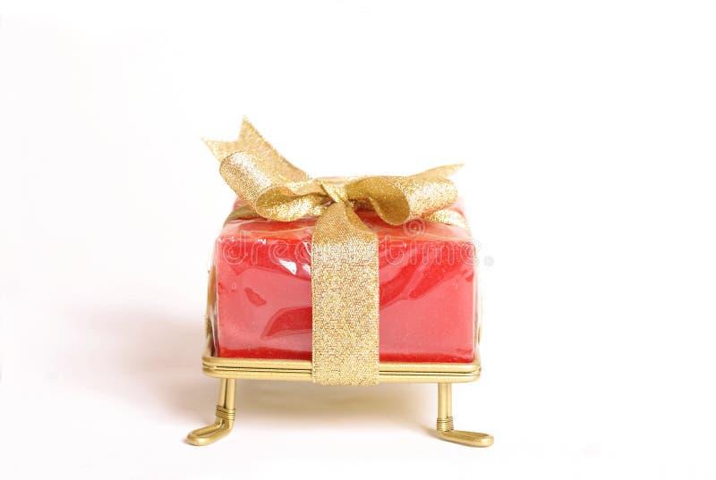 Kleines eingewickeltes Geschenk stockfotografie