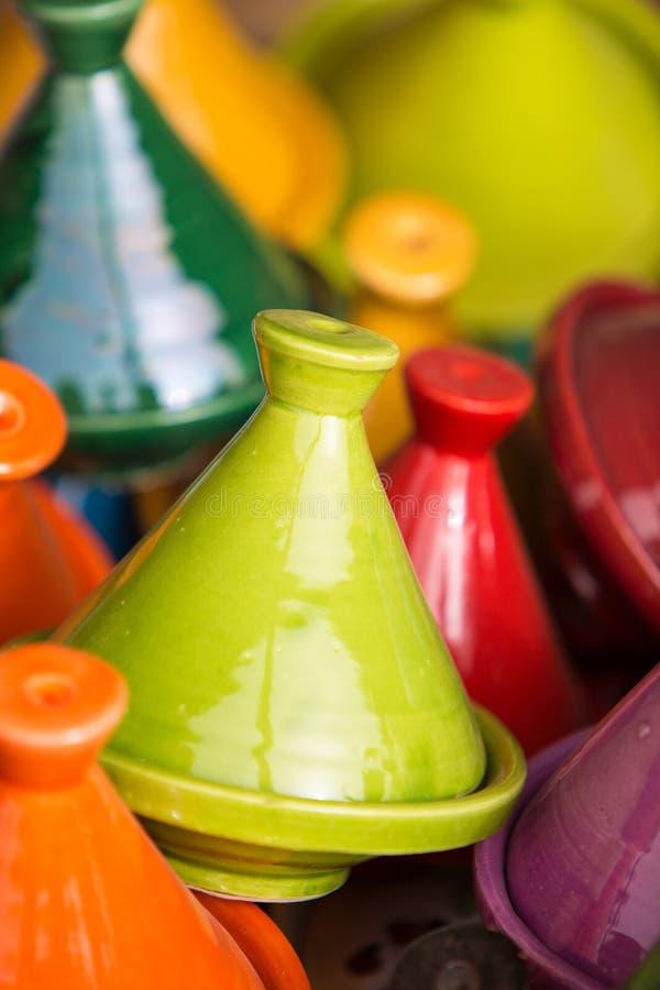 Kleines farbiges Tajines im souk in Marrakesch lizenzfreies stockbild