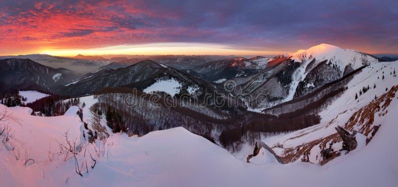 Kleines Fatra-Panorama bei Sonnenaufgang stockfotos