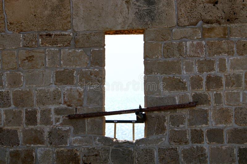 Kleines Fenster in einer Gro?stadt lizenzfreie stockfotos