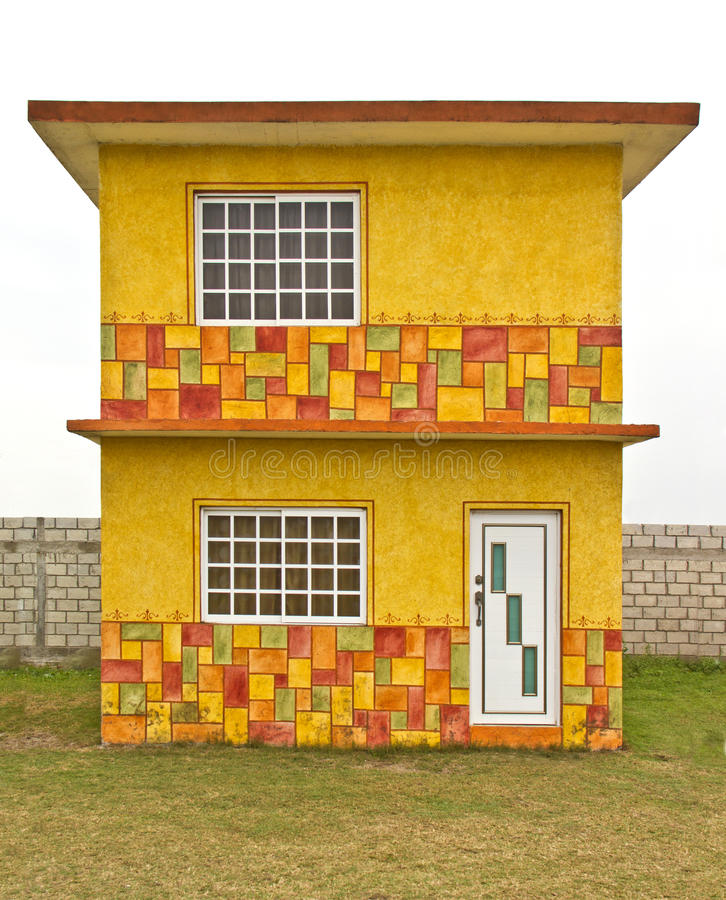 Download Kleines Gelbes Haus Stockfoto. Bild Von Geschoß, Wohnung   40639262