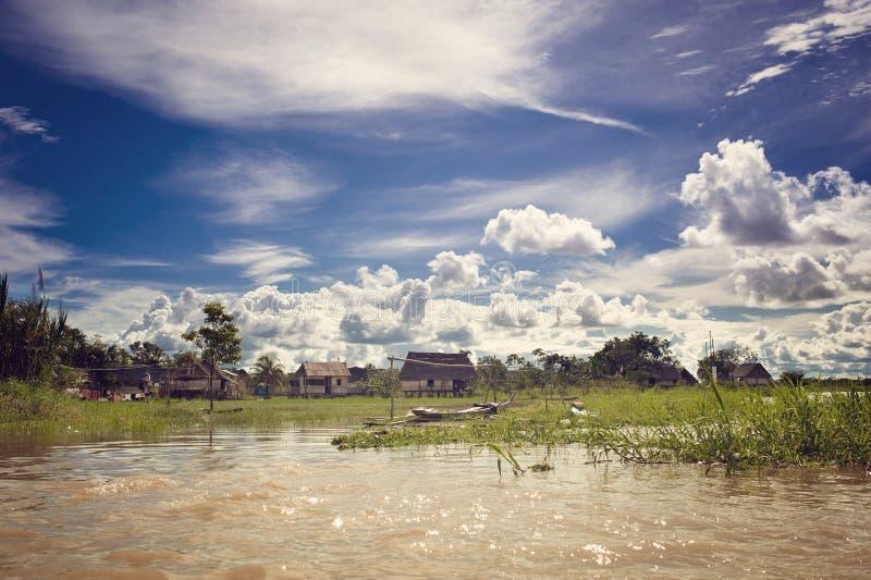 Dorf im Dschungel stockfotografie