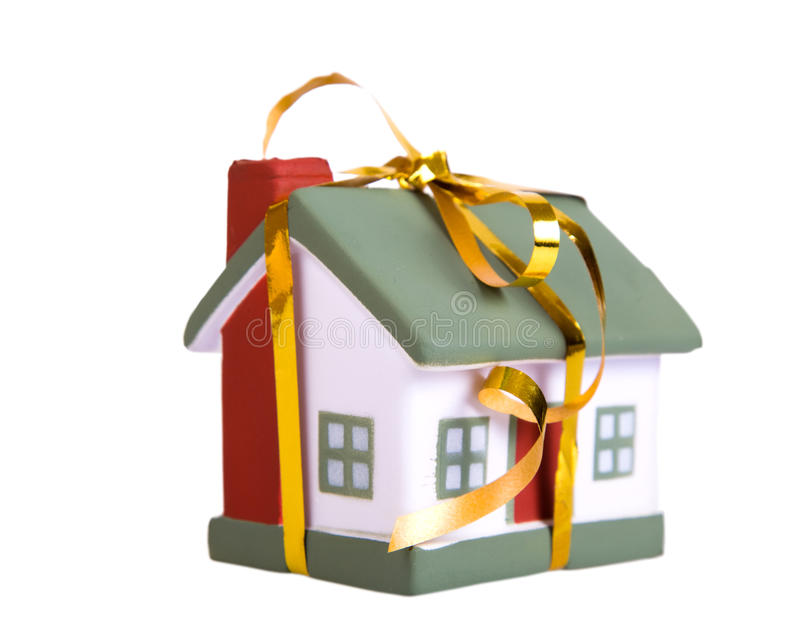 Kleines Haus des Spielzeugs mit einem Goldbogen. lizenzfreie stockfotografie