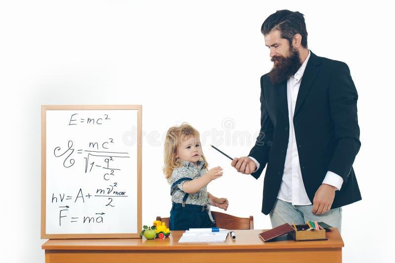 Kleines Jungenkind und -professor stockfotografie