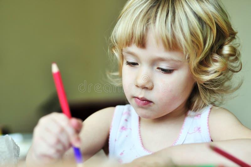 Kleines Künstlermädchen stockbild