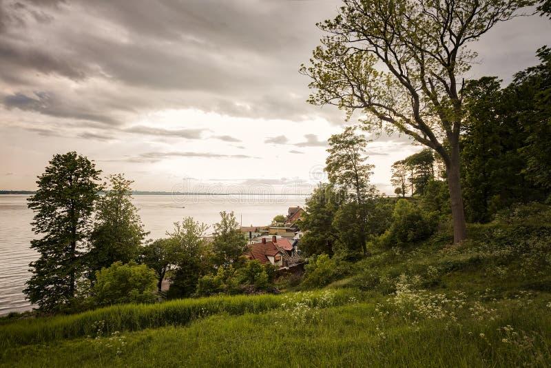 Kleines Küstendorf in Schweden lizenzfreie stockbilder