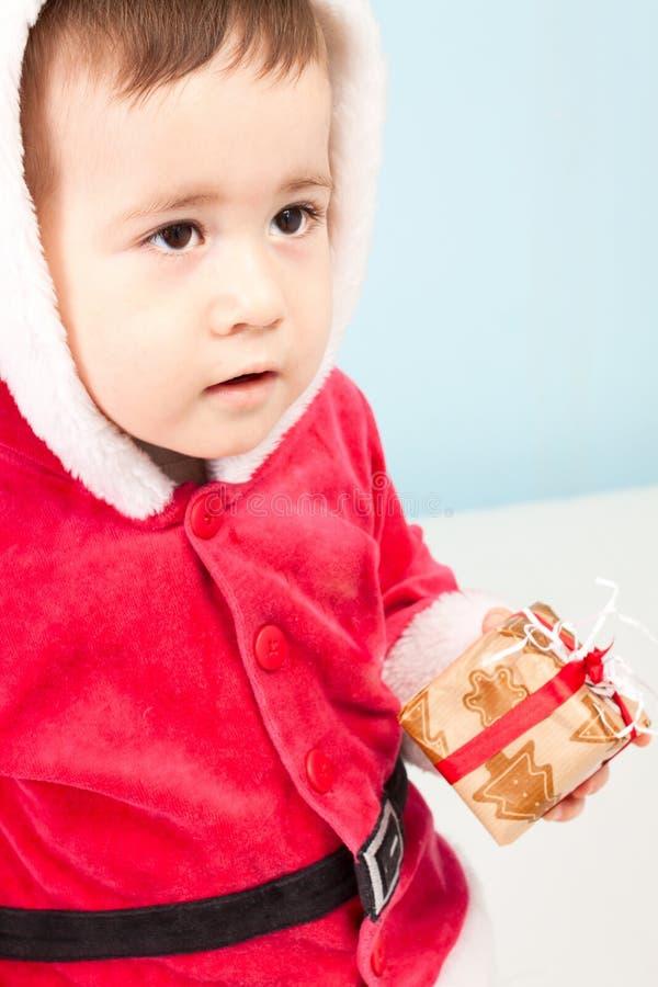 Kleines Kind gekleidet als Weihnachtsmann lizenzfreies stockfoto