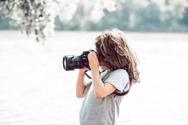 Kleines Kinderfotografieren stockbilder