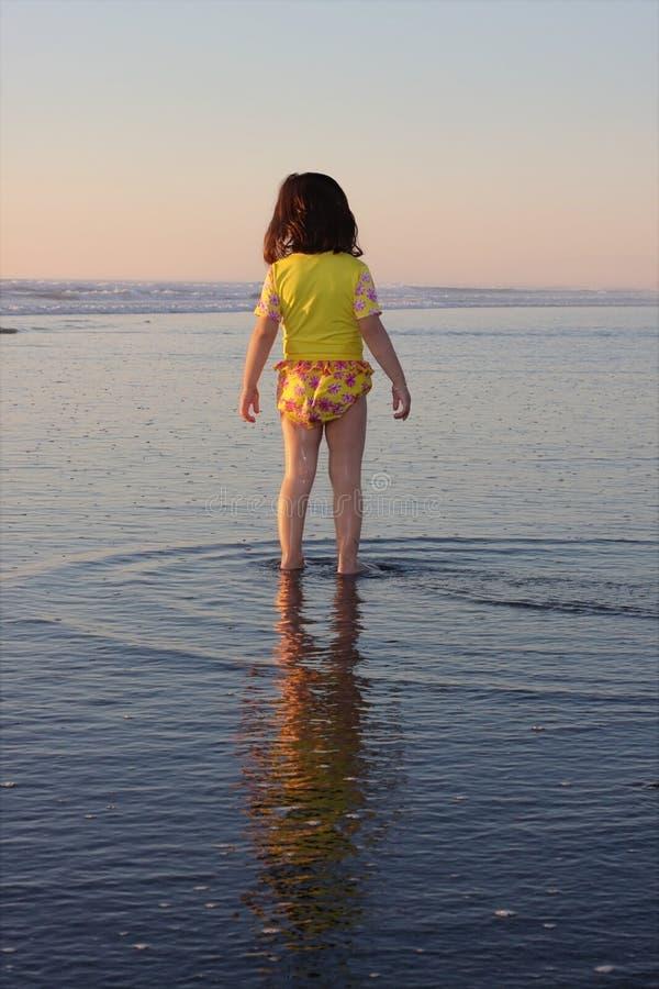Kleines Mädchen auf Ferien stockfotografie