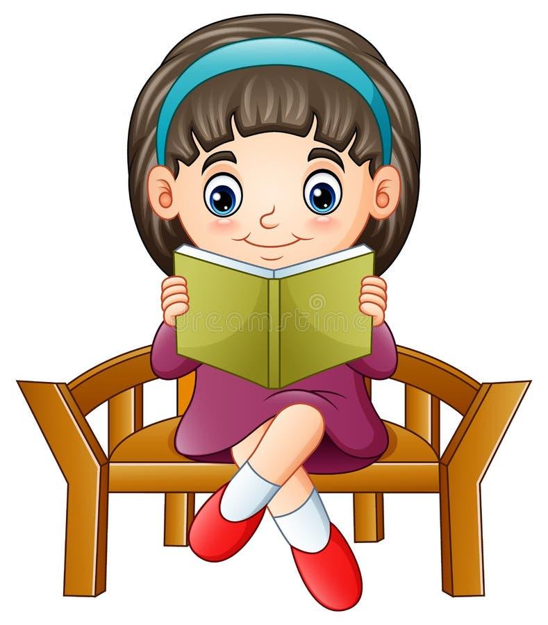 Kleines Mädchen, das auf einem Stuhl liest ein Buch sitzt lizenzfreie abbildung