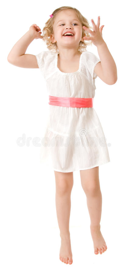 Kleines Mädchen, das ein weißes Kleid auf Weiß trägt stockbilder