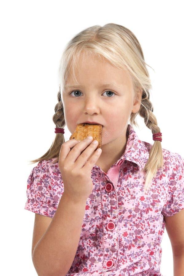 Download Kleines Mädchen, Das Einen Biskuit Isst. Stockbild - Bild von kind, nett: 26372405