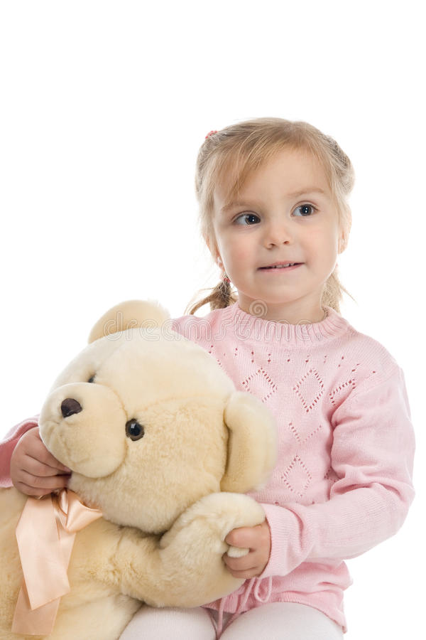 Kleines Mädchen, das einen Teddybären anhält stockbild