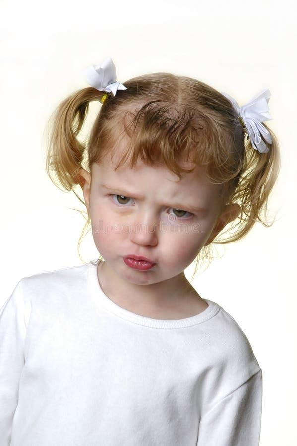 Kleines Mädchen, das Gesichter 3 bildet lizenzfreie stockfotos
