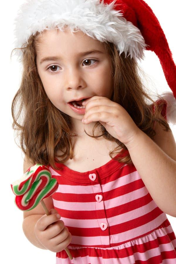 Kleines Mädchen, das Süßigkeit isst lizenzfreie stockfotos