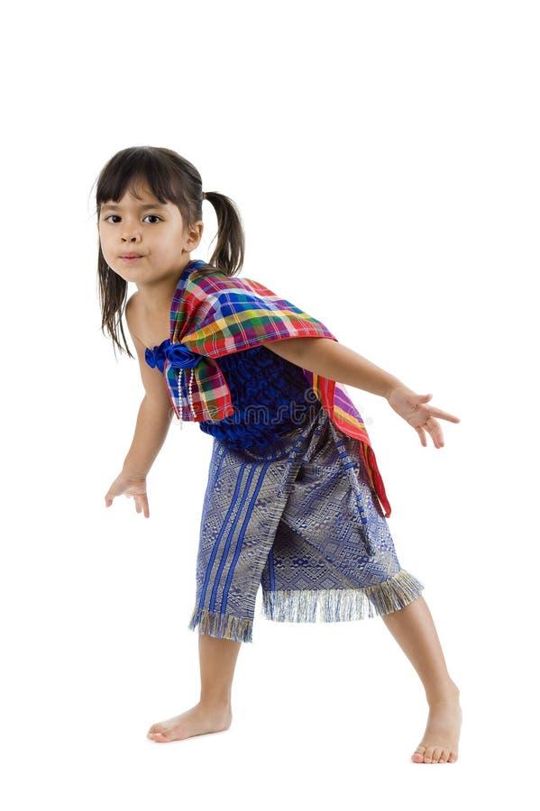 Kleines Mädchen, das zur Seite tritt stockfotos