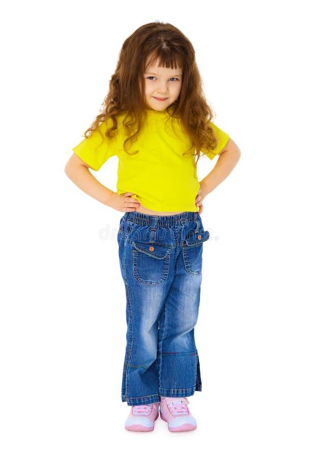 Kleines Mädchen in den Jeans auf weißem Hintergrund lizenzfreie stockbilder