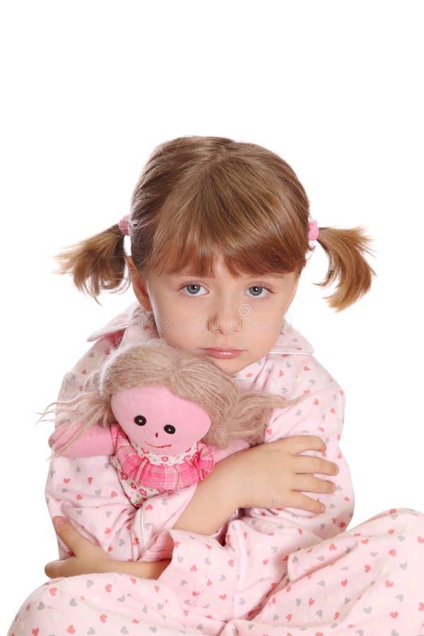 Kleines Mädchen in den Pyjamas stockfoto
