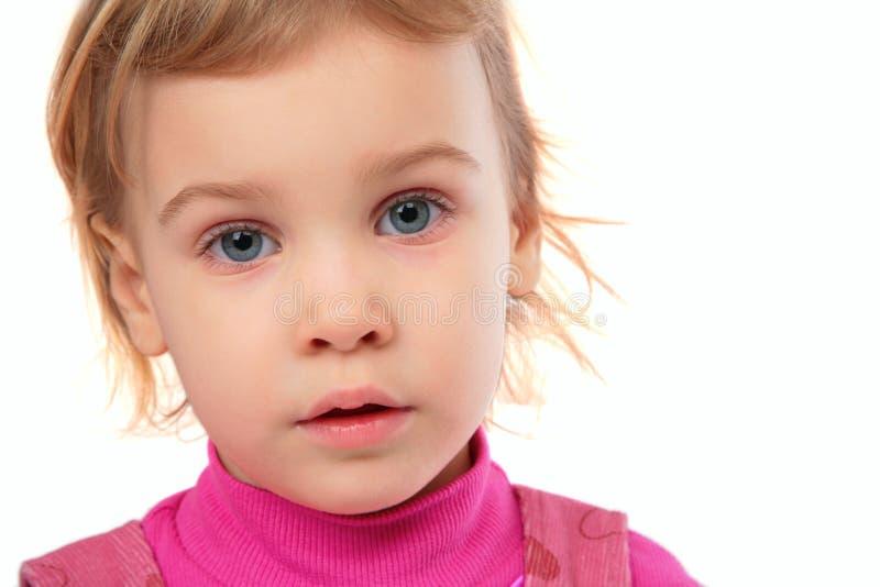 Kleines Mädchen in der rosafarbenen Kleidgesichtsnahaufnahme lizenzfreies stockfoto