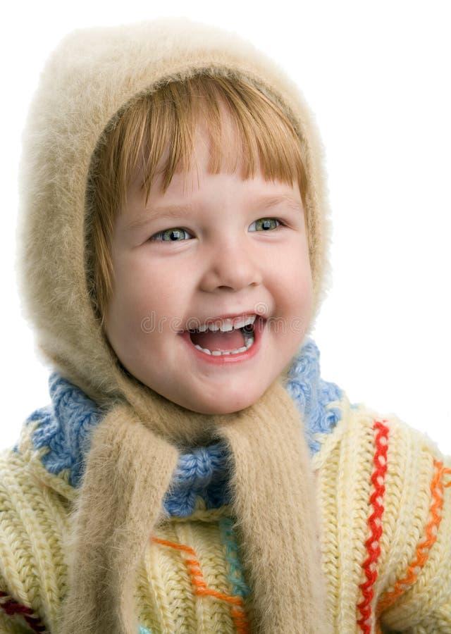 Kleines Mädchen in der warmen Strickjacke stockfotos