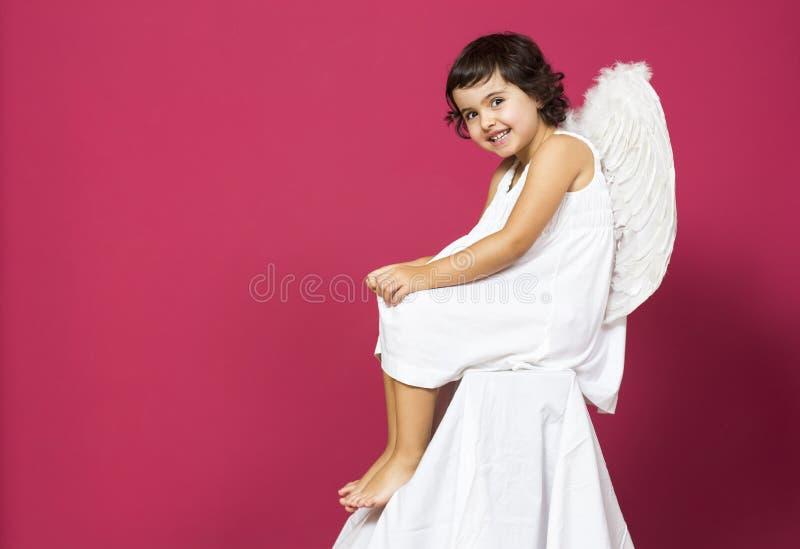 Kleines Mädchen des Engels lizenzfreie stockfotografie
