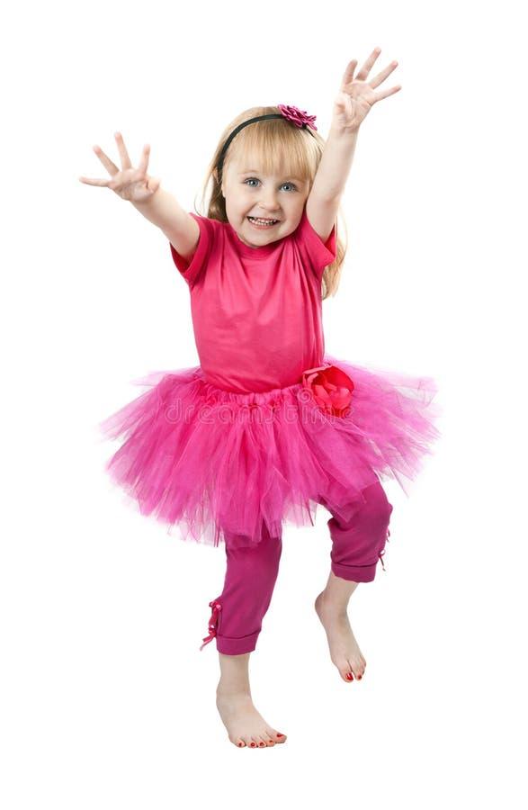 Kleines Mädchen in einem rosafarbenen Kleidtanzen im Studio stockfotos