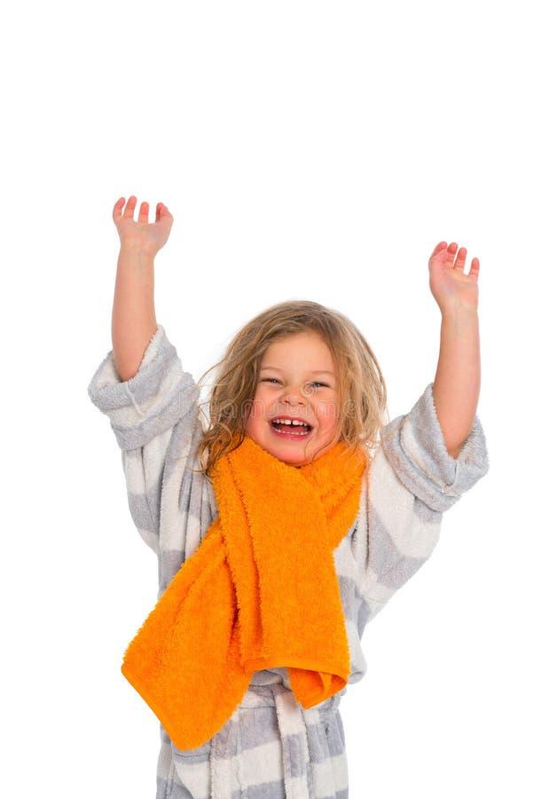 Kleines Mädchen im Bademantel lizenzfreie stockbilder