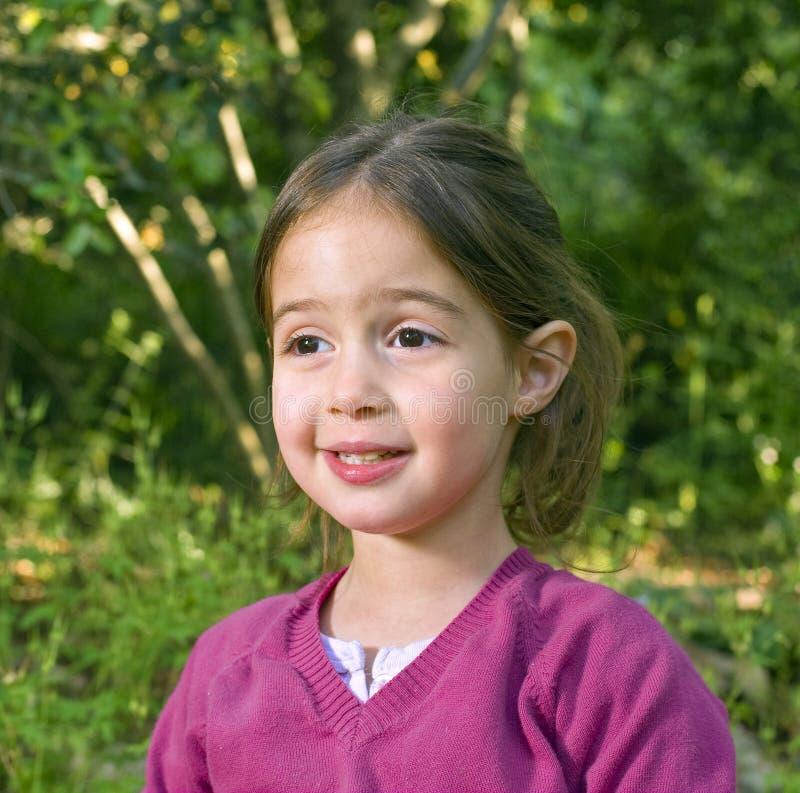 Download Kleines Mädchen im Holz stockfoto. Bild von gesicht, leute - 9099294