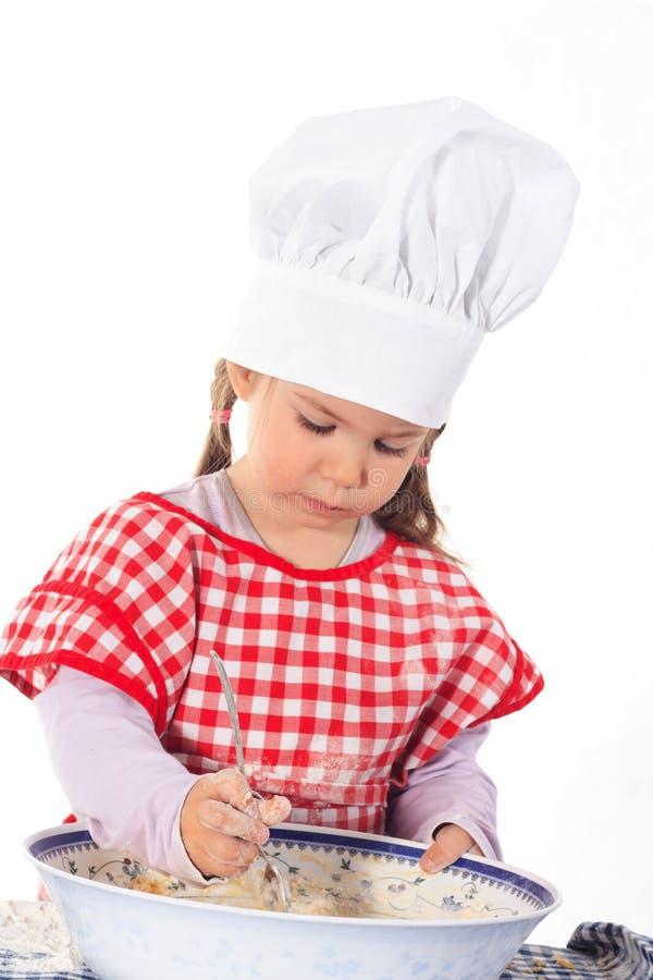 Kleines Mädchen im Kochkostüm lizenzfreie stockbilder