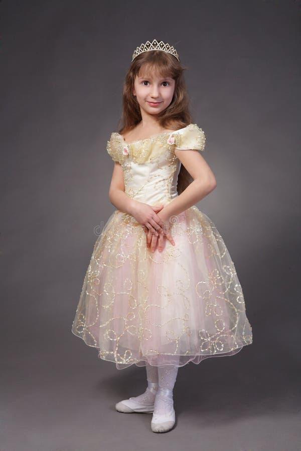 Kleines Mädchen kleidete oben als Prinzessin an stockbild