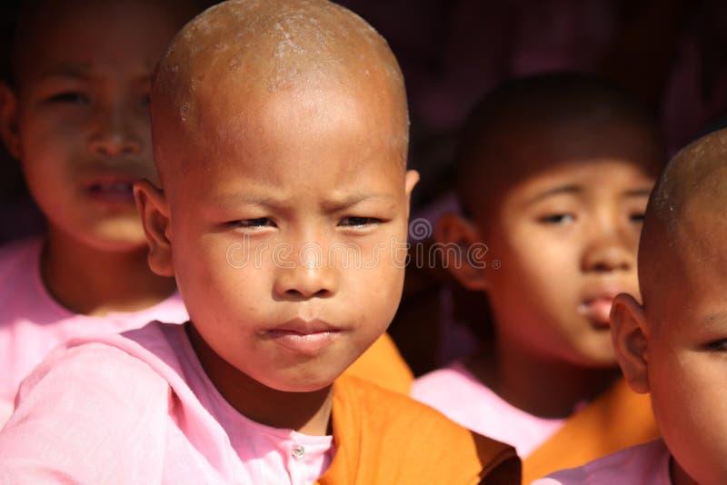 Kleines Mädchen-Mönch lizenzfreie stockbilder