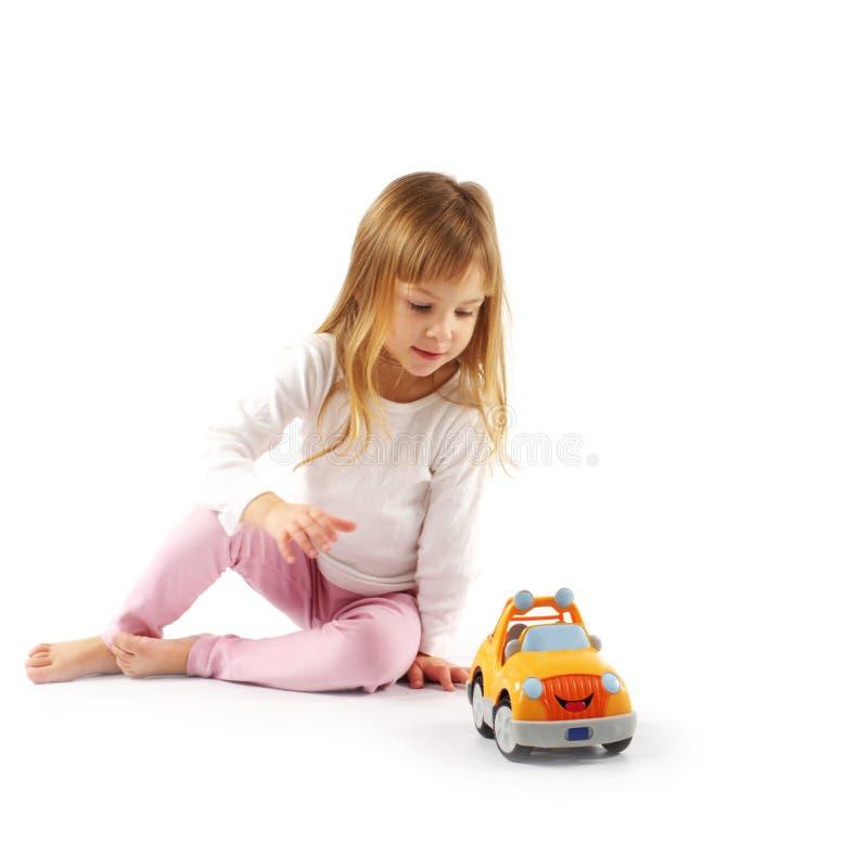 Download Kleines Mädchen mit Auto stockbild. Bild von weiß, aktivität - 12203071