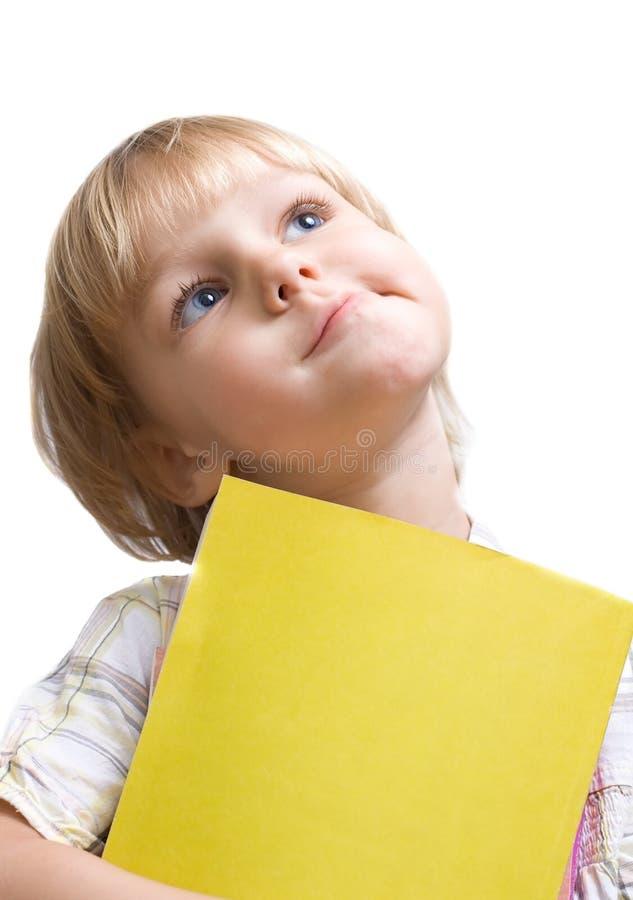 Kleines Mädchen mit Buch lizenzfreies stockfoto